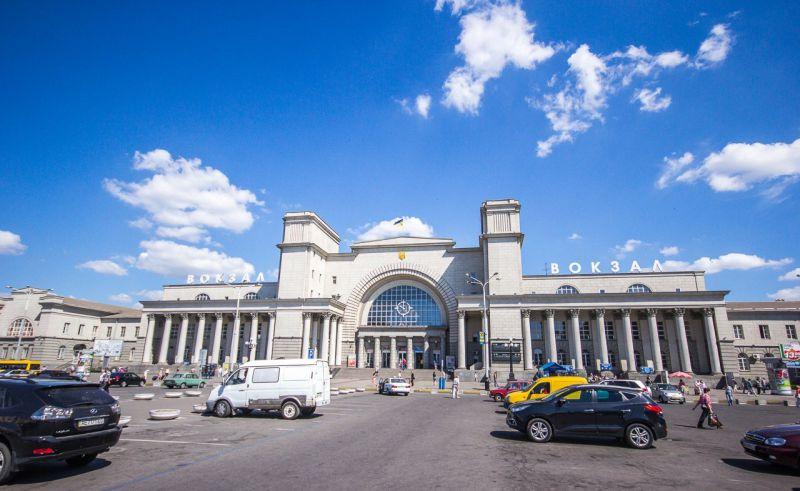 Новини Дніпра. Вокзал Дніпра увійшов до 15 найкрасивіших залізничних вокзалів України: яскраві фото всіх